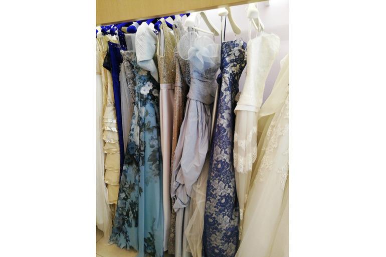 abiti da sposa e da cerimonia in stock